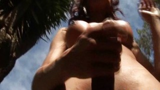 Shemale culona si masturba